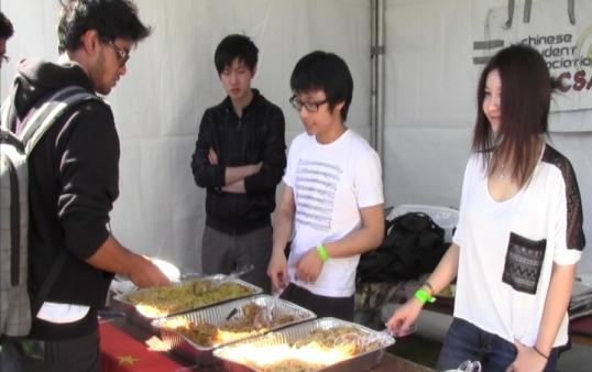Students eat international cuisine. (Photo courtesy of ATVN)