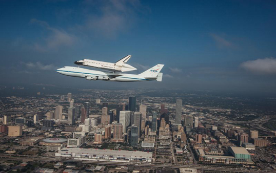 The Endeavour on its flight to California. (Photo courtesy of NASA)